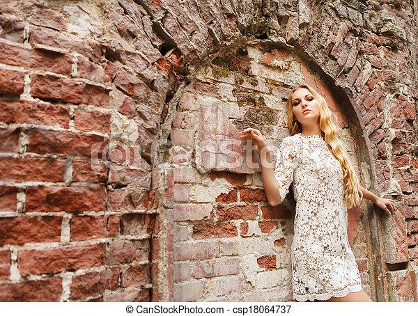 mulher, renda, branca, loura, vestido, bonito - csp18064737