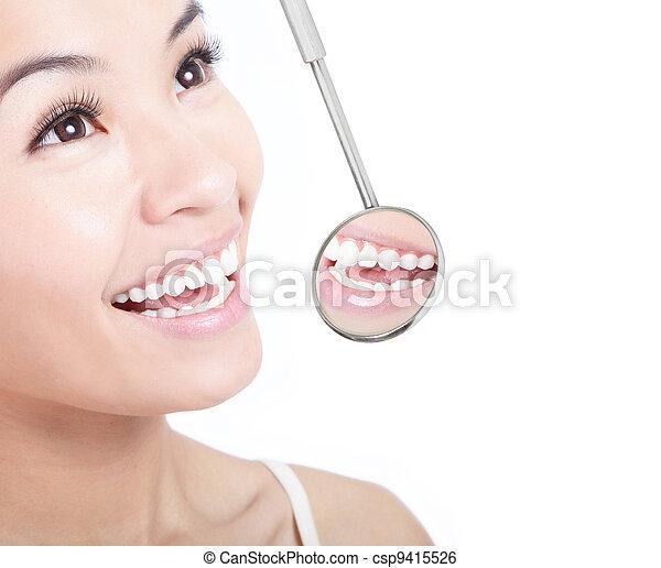 mulher, saudável, espelho, odontólogo, boca, dentes - csp9415526