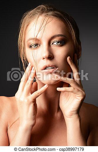 mulher, sensual - csp38997179