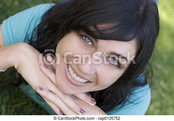 mulher sorridente - csp0135752