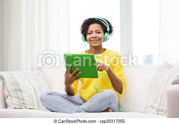 mulher, tabuleta, fones, pc, africano, feliz - csp30317055