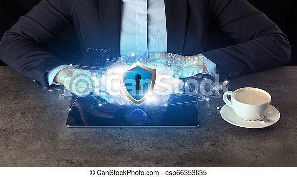 mulher, tabuleta, nuvem, trabalhando, negócio, segurado, tecnologia, conceito - csp66353835