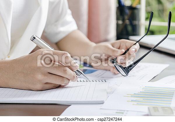 mulher, trabalhando - csp27247244