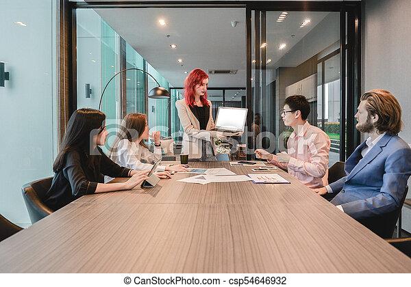 multi, dzielenie, grupa, pokój, handlowy, etniczny, ekran, ich, pojęcia, czysty, spotkanie, kobiety - csp54646932