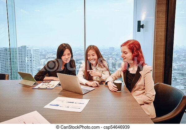 multi, dzielenie, grupa, pokój, handlowy, etniczny, ekran, ich, pojęcia, czysty, spotkanie, kobiety - csp54646939
