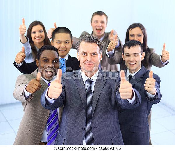 Feliz negocio multiétnico - csp6893166