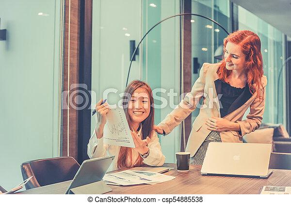 multi, handlowy, pokój, etniczny, mówiąc, inny, każdy, spotkanie, kobiety - csp54885538