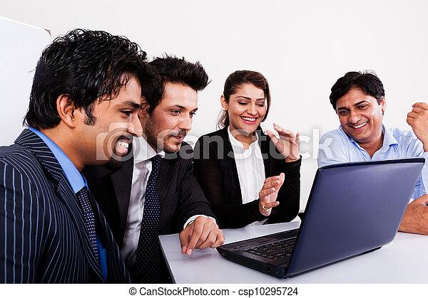 multi, kobieta, grupa, handlowy zaludniają, młody, inidan, spotkanie, businessmen., rasowy, spotkanie - csp10295724