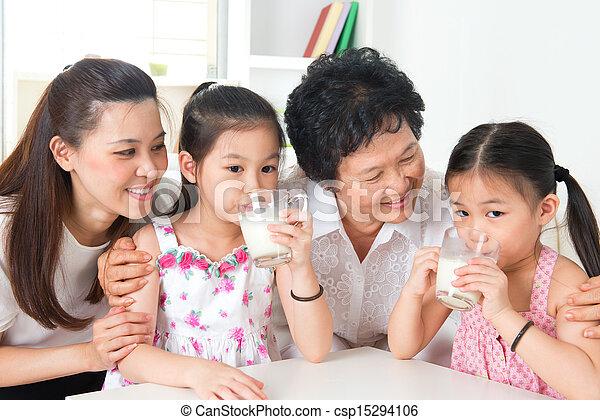 multi, rodzina dom, szczęśliwy, generacje, asian - csp15294106