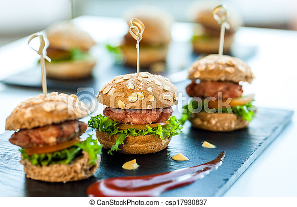 Multiple min beef hamburgers. - csp17930837