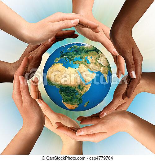 multiracial, omliggend, globe, aarde, handen - csp4779764