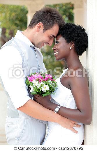 multiracial para, ślub - csp12870795
