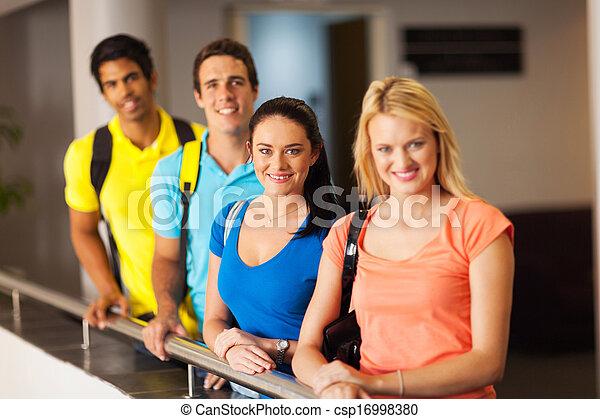 multiracial, studenci, uniwersytet, grupa - csp16998380