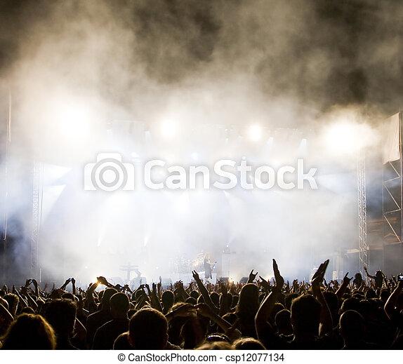 La multitud en concierto - csp12077134