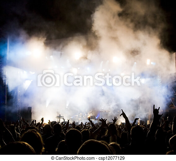 La multitud en concierto - csp12077129