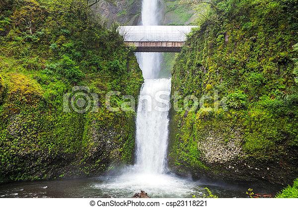 Multnomah cae en Oregon - csp23118221