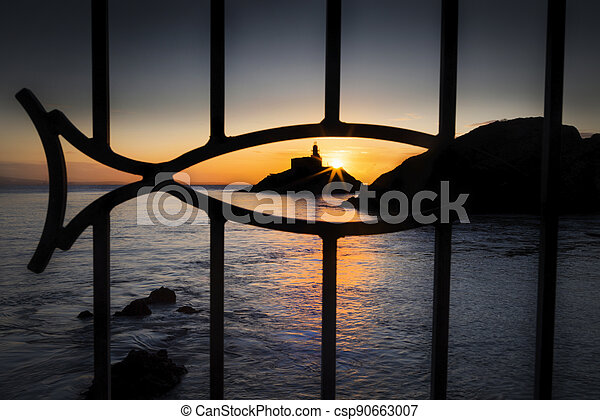 Mumbles lighthouse through a fish - csp90663007