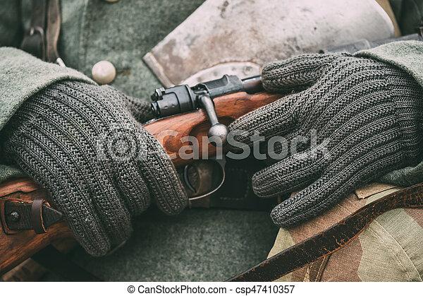Municiones militares alemanas de un soldado alemán en la Segunda Guerra Mundial. - csp47410357