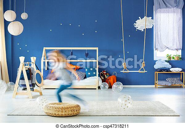 Mur bleu, enfant, chambre à coucher. Bleu, enfant, mur, lit, marine ...