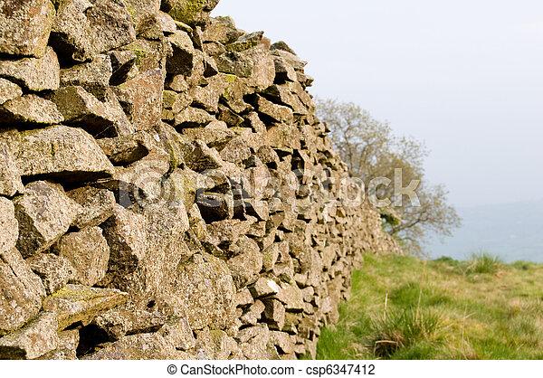 Mur champ pierre limite pierre vieux mur champ photo de stock rechercher images et - Mur en limite de propriete droit ...