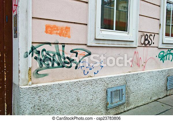 Mur maison contamin inscriptions mur r sidentiel graffiti contamination contamin - Mur en limite de propriete droit ...