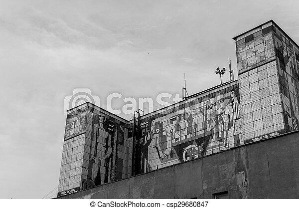 Un mural soviético ruso en el edificio - csp29680847