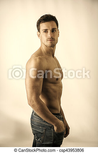 muscolare, uomo, bello, studio, shirtless, colpo - csp43953806