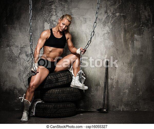 musculaire, tenue femme, pneus, séance, chaînes, culturiste, beau - csp16055327