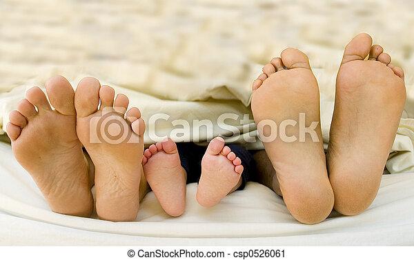 né, pieds, leur, parents, enfant, nouveau - csp0526061