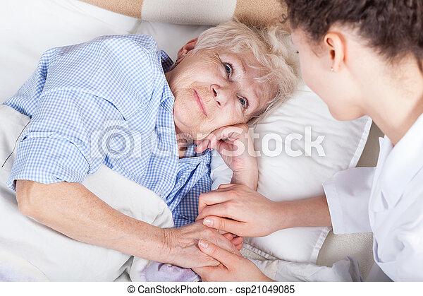 nő, öregedő, ágy - csp21049085