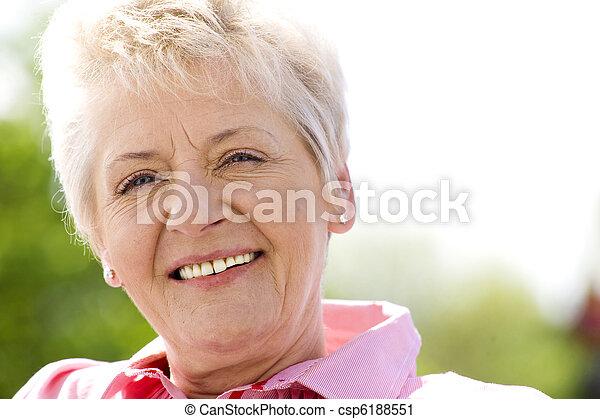 nő, öregedő - csp6188551