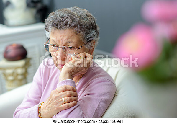 nő, öregedő - csp33126991