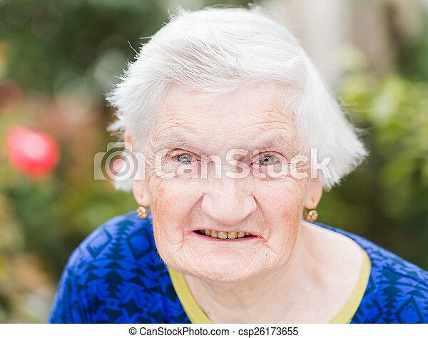 nő, öregedő - csp26173655