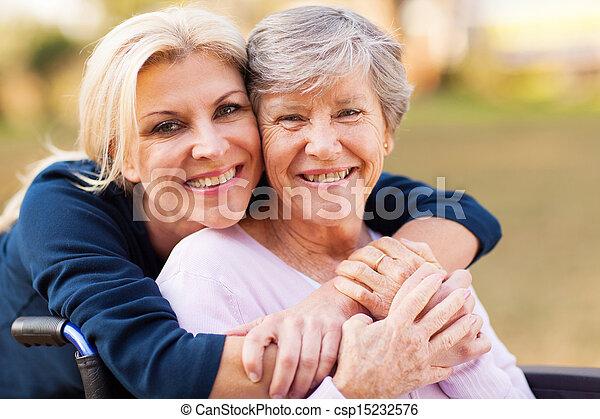 nő, anya, meghibásodott, középső, átkarolás, idősebb ember, idős - csp15232576