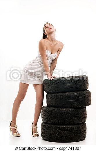 nő, autógumi - csp4741307