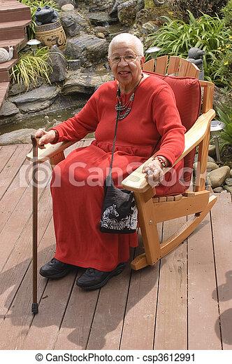 nő, kert, ülés, öregedő, amerikai, afrikai - csp3612991