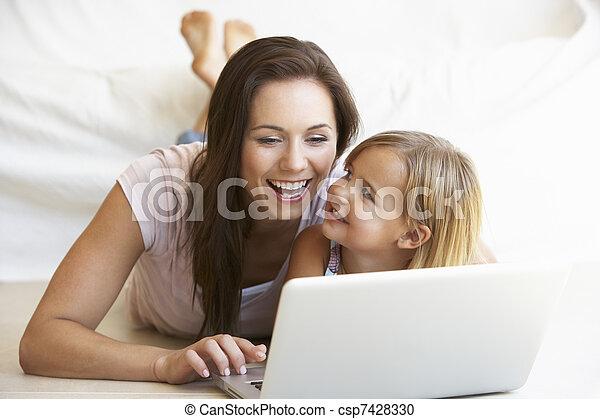 nő, laptop, fiatal, számítógép, használ, leány - csp7428330