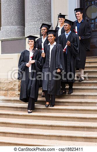 na dół, pieszy, schody, młody, absolwenci - csp18823411