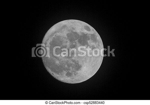 Vollmond am Nachthimmel - csp52883440