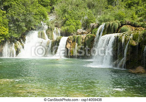 Cascadas en el parque nacional. - csp14059438