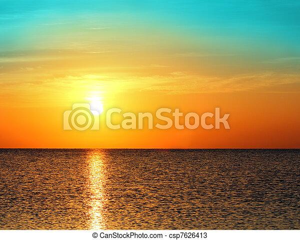 nad, východ slunce, moře - csp7626413