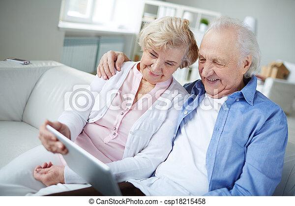 nagyszülők, modern - csp18215458