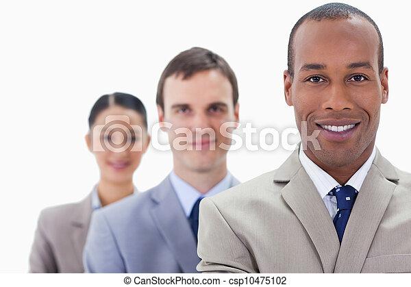 nahaufnahme, leute, groß, fokus, klagen, ledig, angezogene , lächeln, zuerst, linie, mann - csp10475102