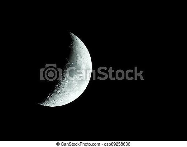 nahaufnahme, sehr, himmelsgewölbe, mond- steigen, halbmond, nacht, kreuz - csp69258636