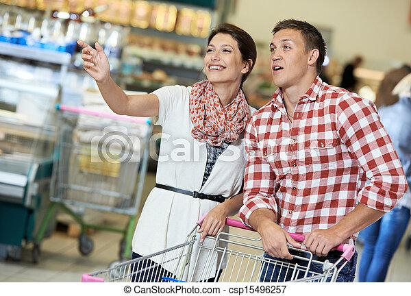 nahrungsmittel einkaufen, supermarkt, familie - csp15496257