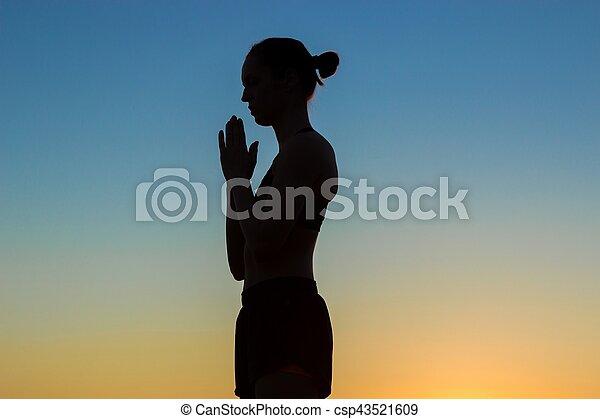 namaste, mujer, yoga, deportivo, practicar, saludo, mano, elaboración, ocaso - csp43521609