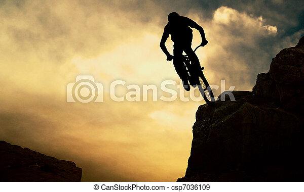 napnyugta, ember, árnykép, muontain-bike - csp7036109