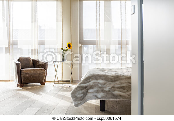 Nappa fåtölj, sovrum. Toned, solros, enkel, årgång, läder,... bild ...