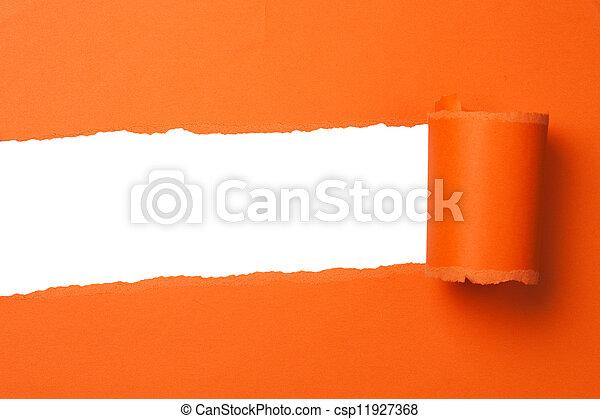 Papel de naranja rasgado con espacio copiado - csp11927368