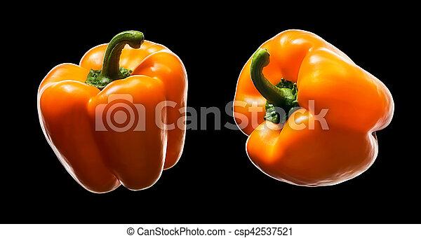 Pimienta naranja aislada en negro - csp42537521